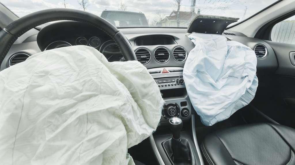 L'azoture de sodium qui sert au déclenchement des airbags est extrêmement toxique. Ingéré, il peut provoquer la mort par empoisonnement. © nastenka_peka, Fotolia