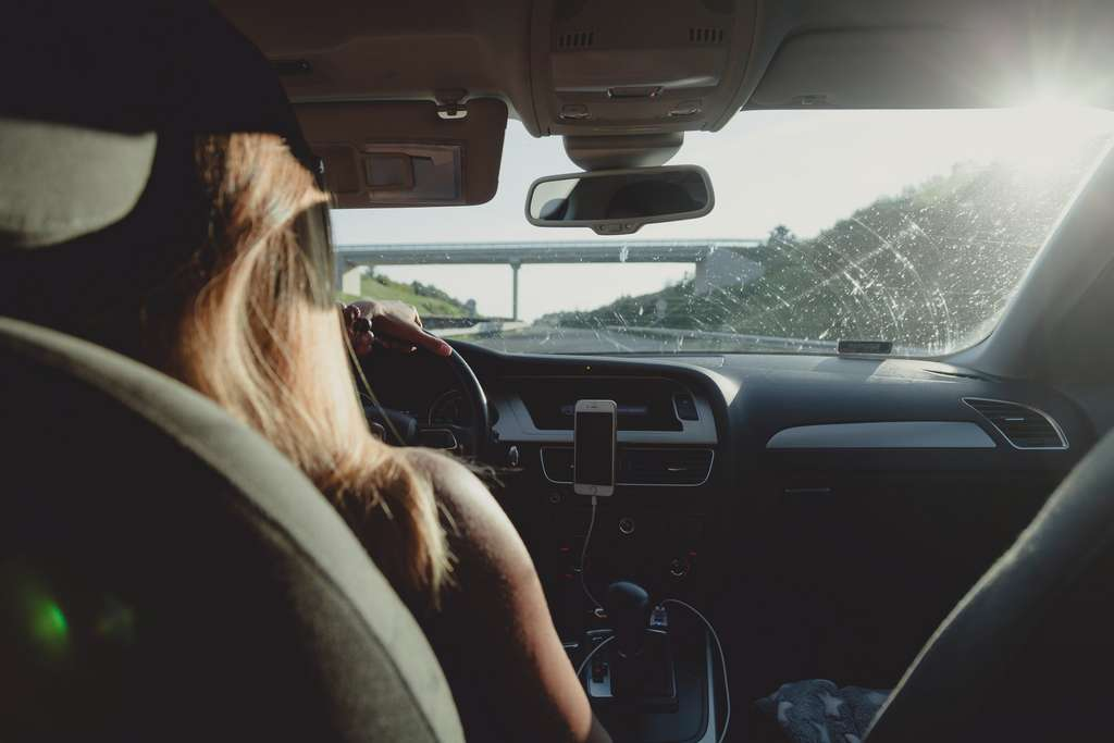 Ne négligez aucune piste pour faire baisser les cotisations de votre assurance auto. © Peter Fazekas, Pexels