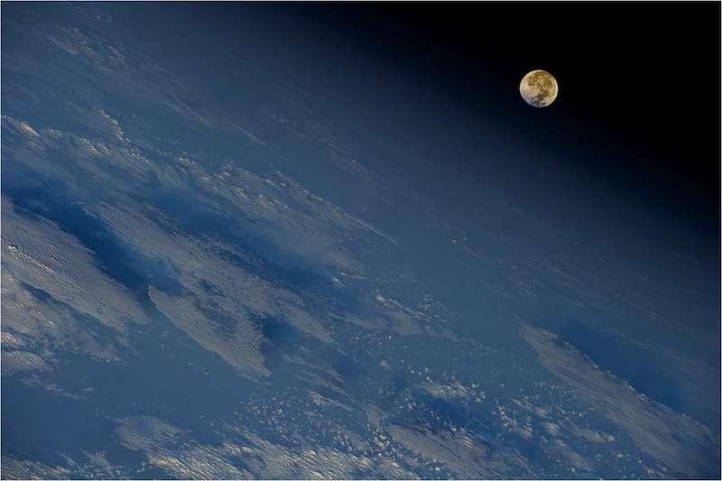 La Lune, 4,4 milliards d'années après sa formation, photographiée depuis l'orbite terrestre. © Nasa