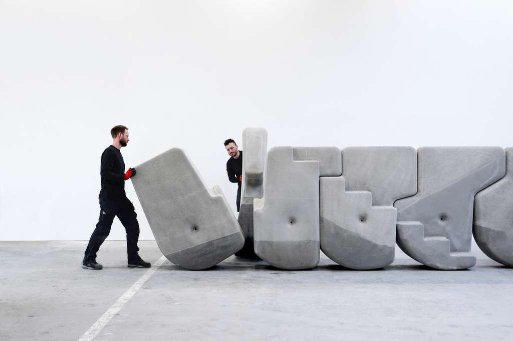 Les pierres s'imbriquent parfaitement les unes dans les autres pour former un mur avec un escalier intégré. © Walking Assembly