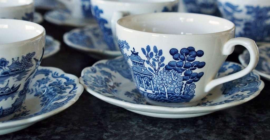 Tasses en porcelaine, décor bleu. © PandaBearPhotographyWales, Pixabay, DP