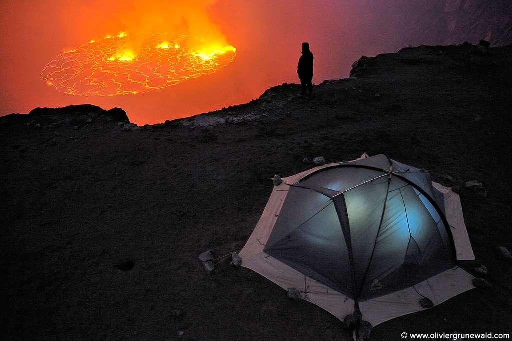 Le lac de lave du Nyiragongo au fond de son cratère