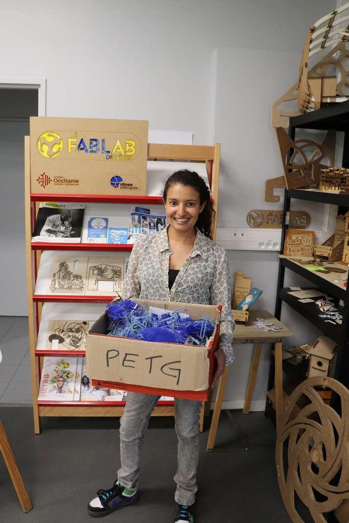 « L'initiative Precious Plastic doit nous permettre de recycler nos propres déchets », selon Rajaâ Nouali, la cofondatrice et coordinatrice du FabLab de Nîmes. © Baptiste Bodet