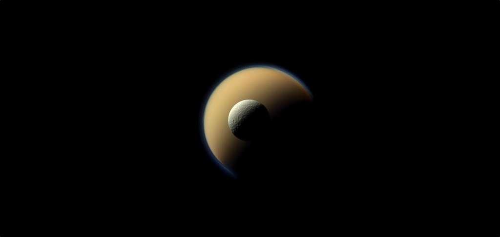 Les deux plus grandes lunes de Saturne