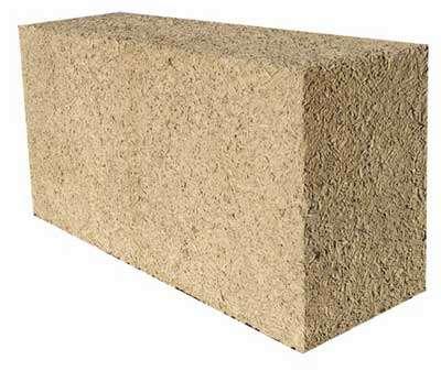 Bloc aggloméré de 60 x 30 x 20 cm permettant la construction de murs isolants dans la masse. © Chanvribloc