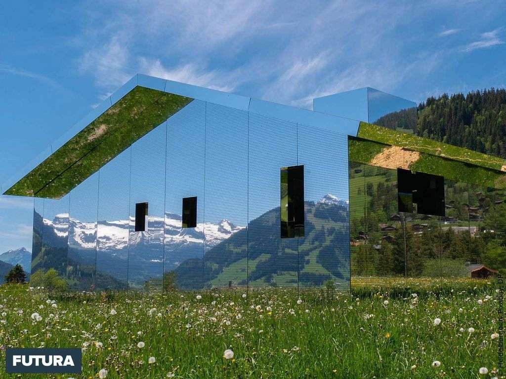 Maison-miroir « Mirage » à Gstaad reflètant la magie des Alpes