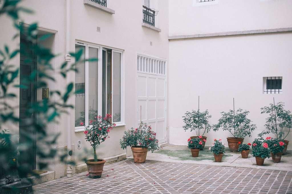 En faisant réaliser des travaux de rénovation énergétique, votre bien immobilier gagne en confort et en valeur. © Maria Orlova, Pexels