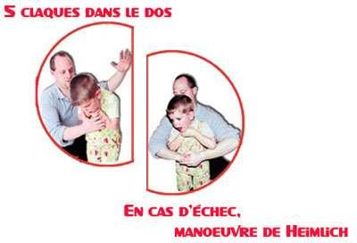 Chez un enfant de plus d'un an, même techniques que chez l'adulte mais avec moins de force. © Croix-Rouge française, G. Pascaud