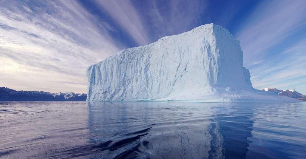 L'analyse isotopique de l'eau des glaciers permet de reconstituer les climats passés. Ici, Fohn Fjord, Renodde. 70°N/26°W. © Rita Willaert, CC by-nc 2.0
