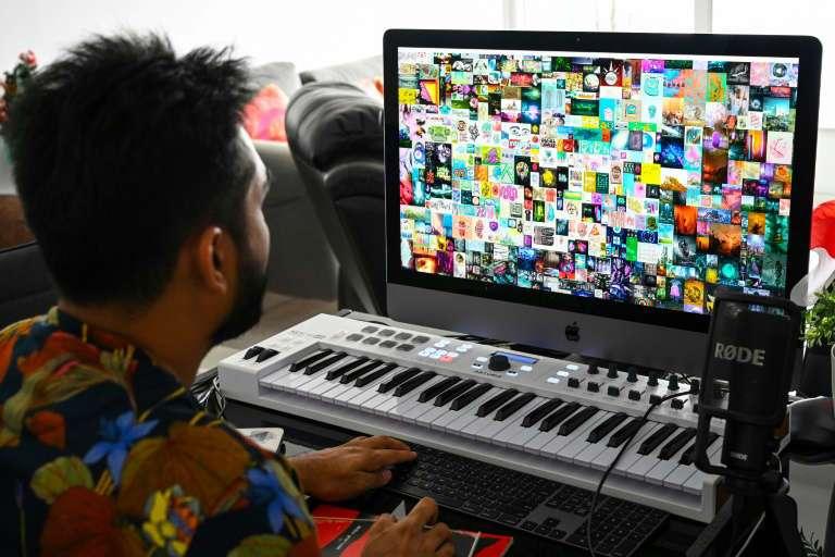 L'entrepreneur souhaite ouvrir une galerie virtuelle afin de démocratiser et promouvoir l'art numérique. © Roslan Rahman, AFP