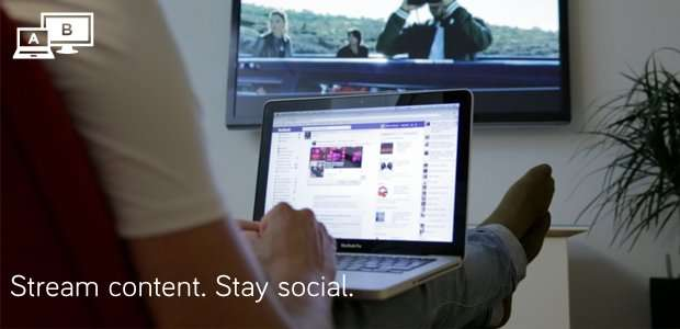 Airtame permet plusieurs modes d'affichage, dont un partage sélectif. L'utilisateur peut par exemple lancer la lecture d'un film en Full HD 1080p sur son téléviseur tout en continuant à naviguer sur Internet ou à discuter avec ses amis sur son réseau social préféré. © Airtame