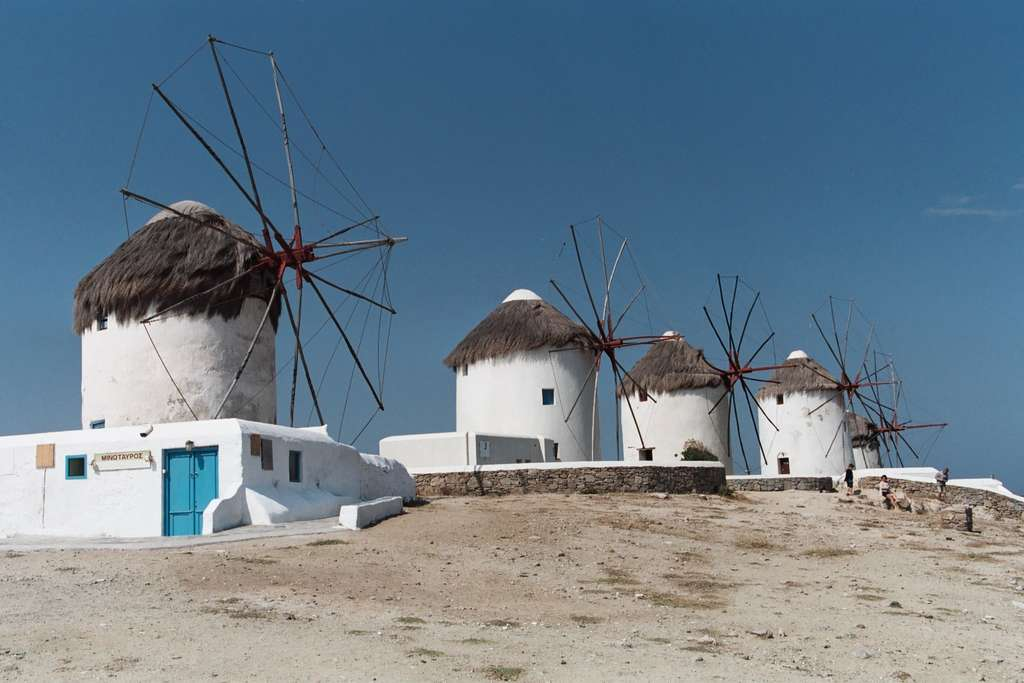 Des moulins sur l'île de Mykonos. L'île accueille plus de 400.000 touristes chaque année. © Heiko Gorski, CC by-sa 3.0