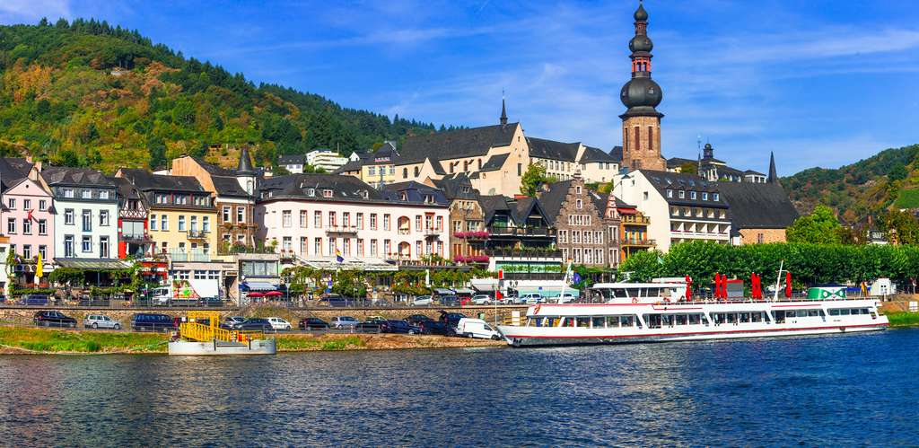 Un chapelet de soixante villes, une quarantaine de châteaux, des vignobles jalonnent la vallée du Haut-Rhin moyen, inscrite au patrimoine mondial de l'Unesco. © Freesurf, Fotolia