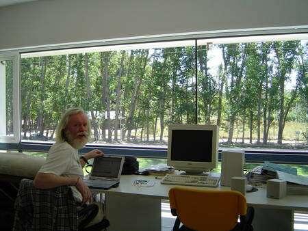 John Ellis dans la salle de prise de données du détecteur Auger en Argentine (Crédit : John Ellis).