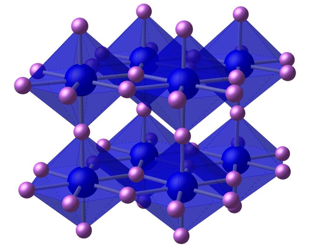 La structure du nitrure de lithium. Les anions nitrures sont en bleu, les cations lithium en rose. © Ben Mills, Wikipedia, Domaine public