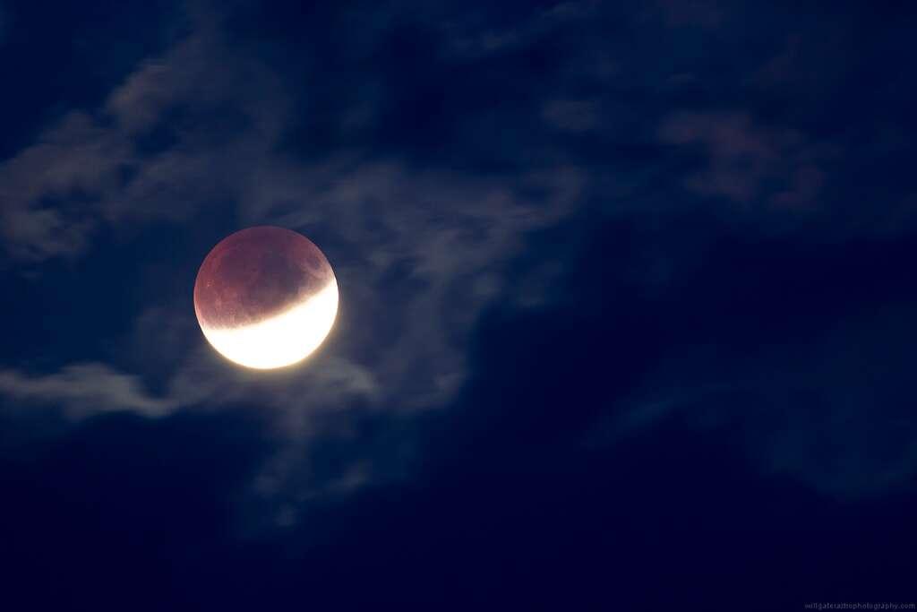 L'éclipse lunaire partielle vue du Royaume-Uni. © Will Gater