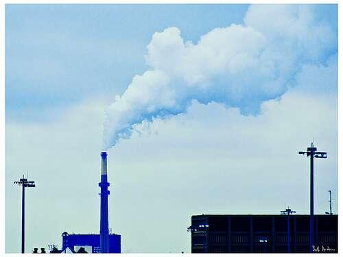 Plusieurs milliers de tonnes de mercure sont libérées dans l'atmosphère chaque année. L'incinération des déchets participe également à ce phénomène. © Swanksalot, Flickr, CC by-sa 2.0