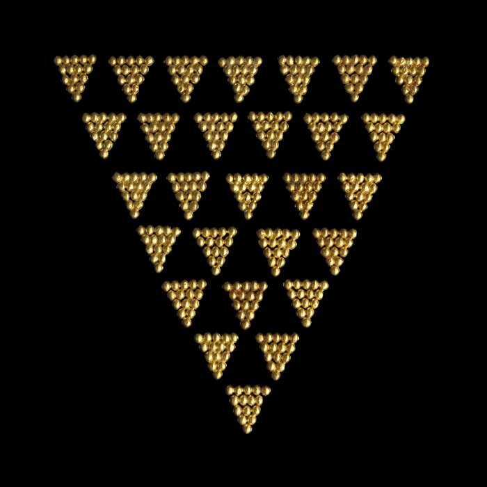 Plaquettes triangulaires en or retrouvées à Tillia tepe