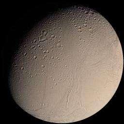 """Encelade, la lune glacée de Saturne On y distingue des zones anciennes et cratérisées ainsi que ses """"rayures du tigre"""" (Crédits : NASA)"""