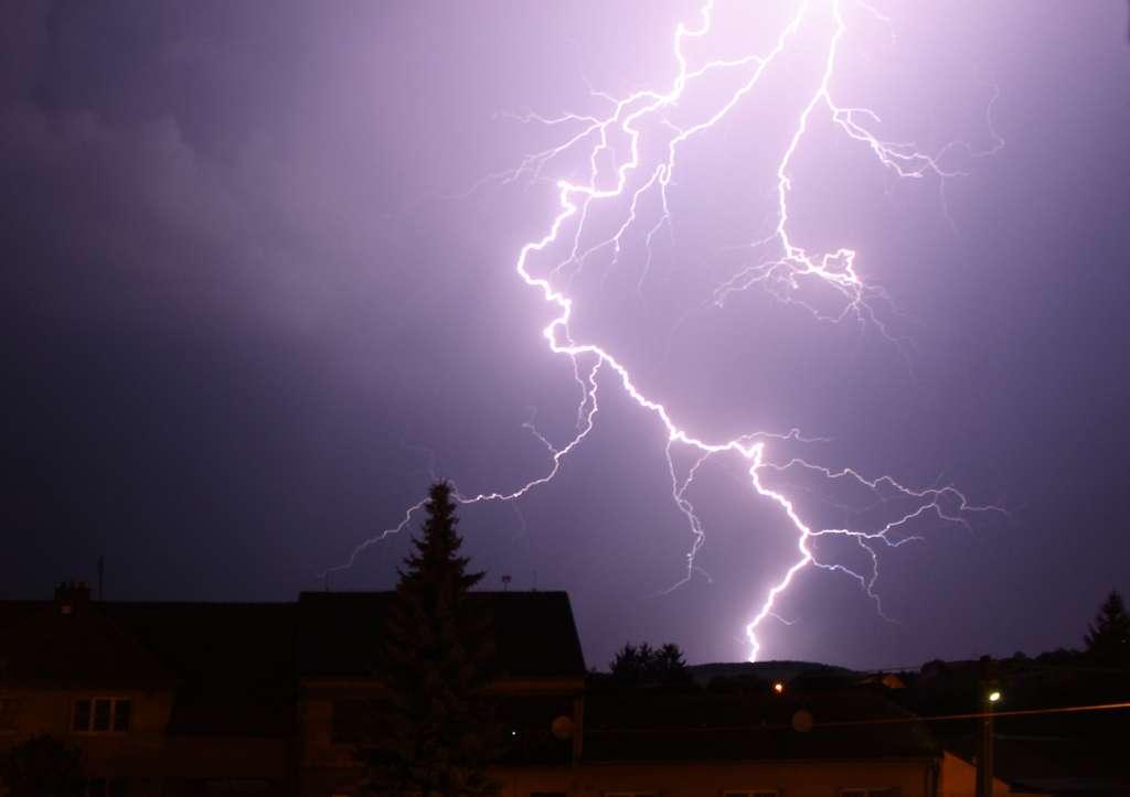 Le réchauffement climatique accroît le nombre d'éclairs qui frappent la Terre. © Petr Hykš, Flickr