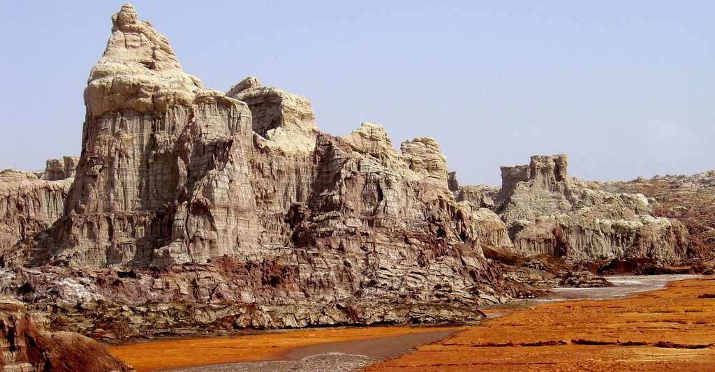 Le « château de sel » et ses étranges cheminées de fées. © J.-M. Bardintzeff, reproduction et utilisation interdites