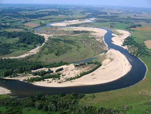Création de méandres grâce à la dynamique fluviale © J.Saillard/CEPA