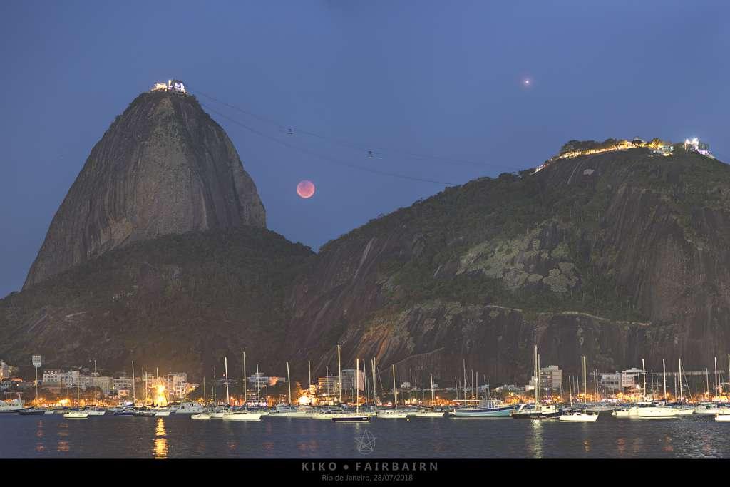 Carte postale de Rio. Mars et la Lune se donnent en spectacle au-dessus de Rio. © Carlos 'Kiko' Fairbairn, APOD
