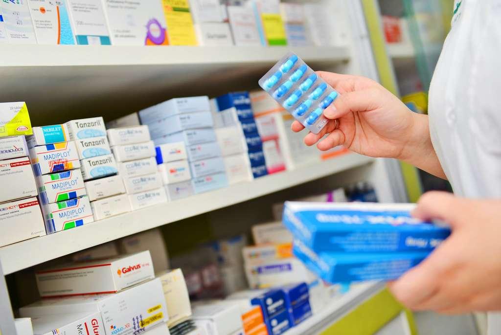Grâce aux ordonnances périmées, les patients chroniques ont pu poursuivre leur traitement. © IViewfinder, Adobe Stock