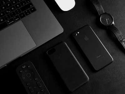Chaque année, les ordinateurs portables et smartphones sont les produits les plus recherchés pour le Black Friday. © Unsplash