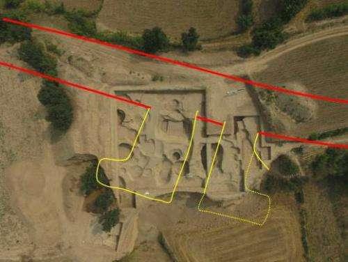 Vue aérienne des vestiges de la porte sud-est du palais impérial découvert à Taosi. © Institut d'Archéologie du Shanxi