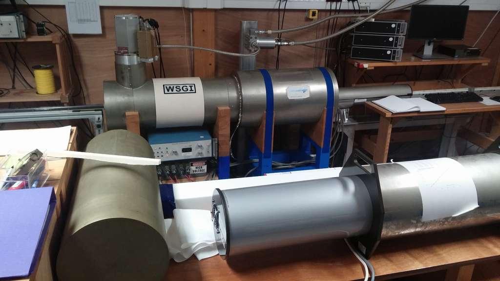 Des magnétomètres cryogéniques utilisant la technologie des squids supraconducteurs permettent aux chercheurs du LSCE de mesurer des aimantations fossiles dans des carottes de laves et de sédiments. © Laurent Sacco, Futura