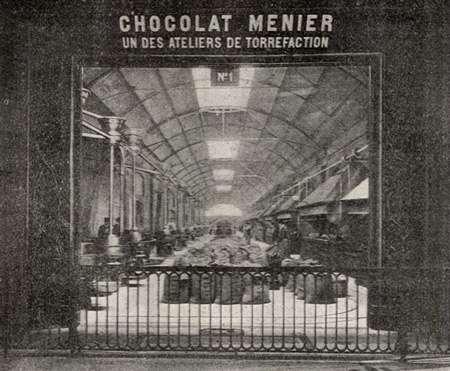 L'atelier Menier de torréfaction du cacao. Image provenant du Dictionnaire encyclopédique de l'épicerie et des industries annexes par Albert Seigneurie, édité par L'Épicier en 1904, page 183. © Wikipédia