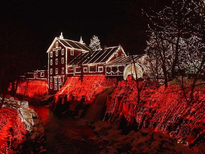 Moulin de Clifton, dans l'Ohio, illuminé pour Noël