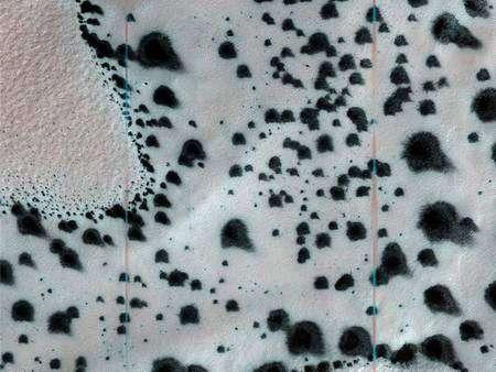 """Aspect """"dalmatien"""" du sol de Mars. Crédit Nasa/JPL"""