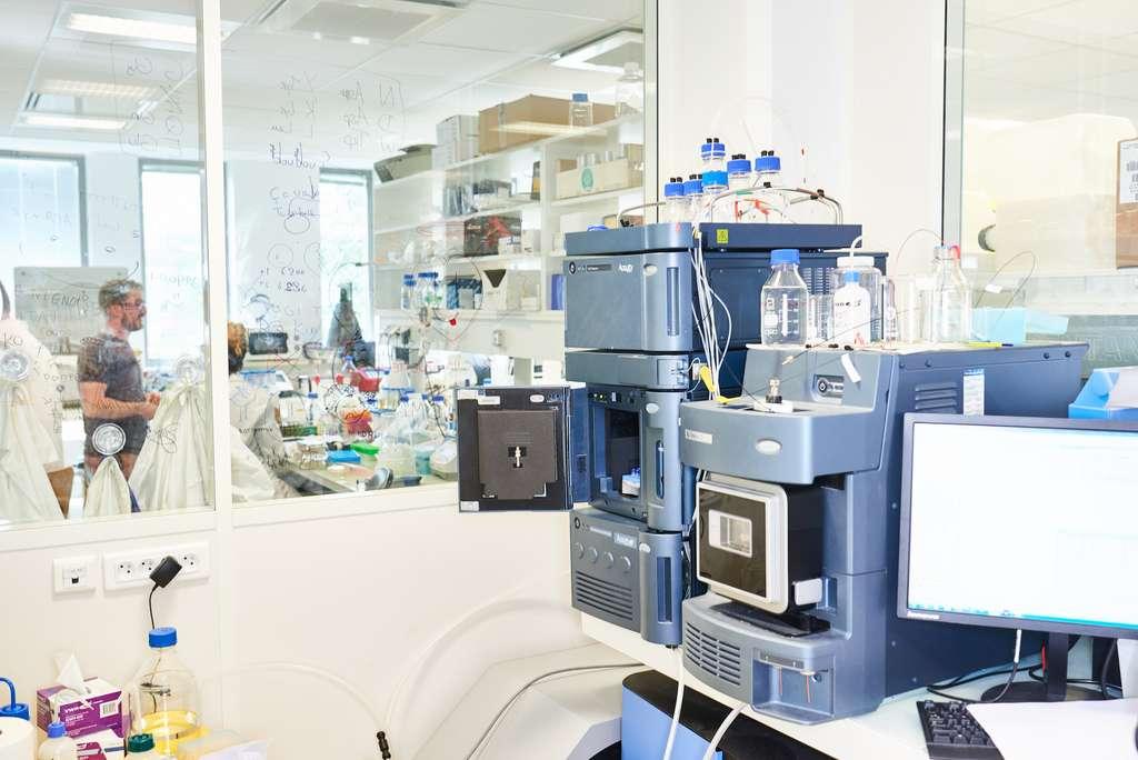 L'ADN est fabriqué avec une sorte « d'imprimante moléculaire », où les enzymes génèrent les séquences de nucléotides. © DNA Script