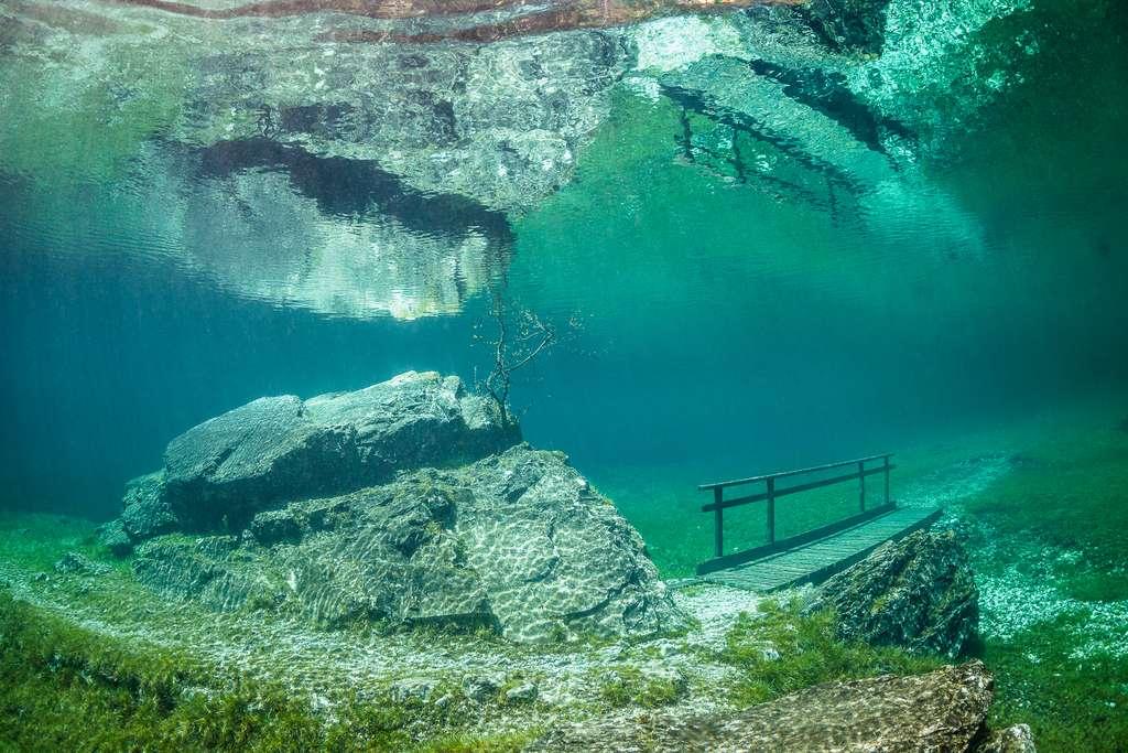 Une passerelle immergée en mai, émergée le reste de l'année