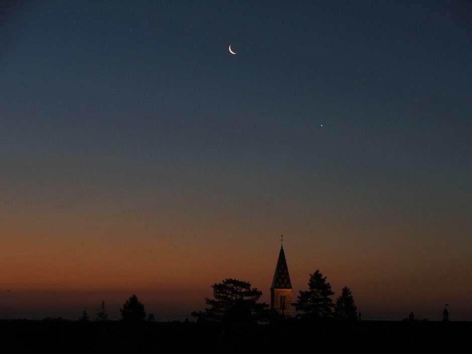 Croissant lunaire et Vénus à l'aube