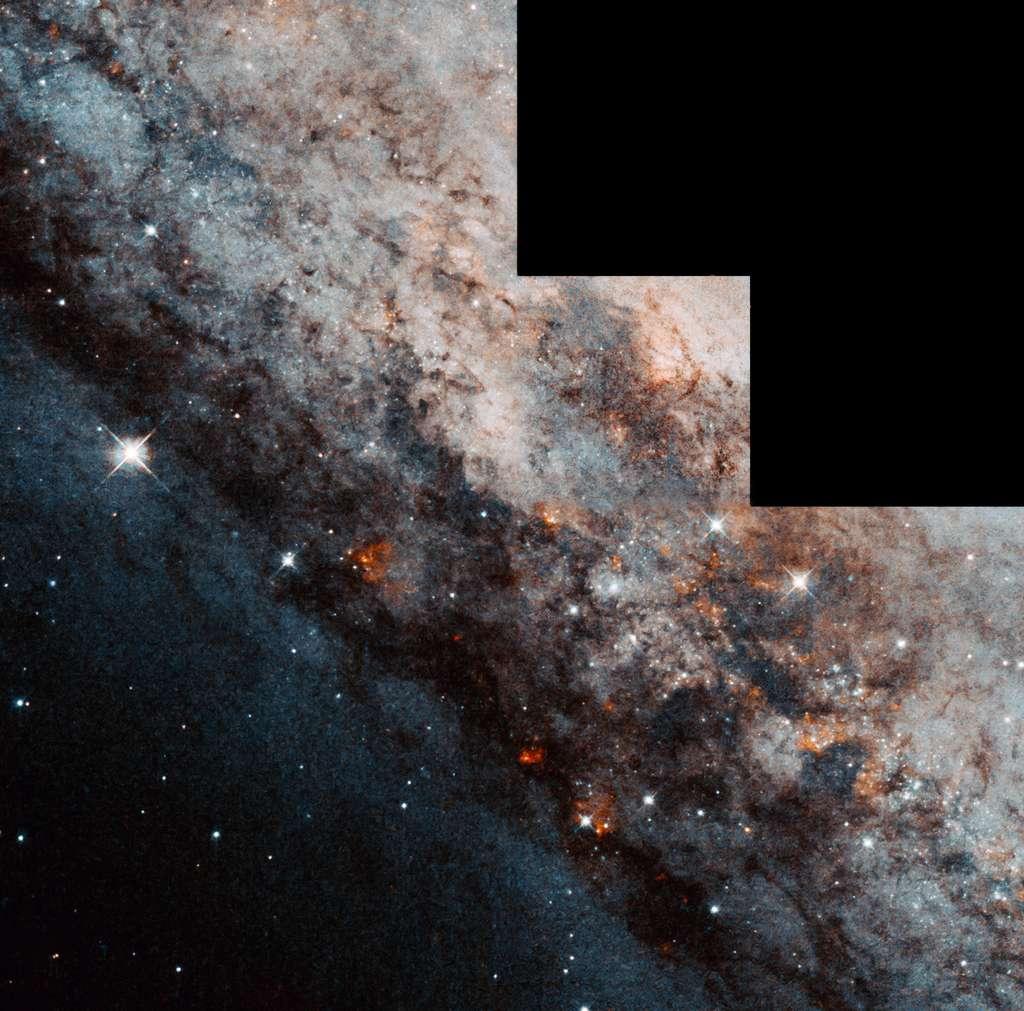 Partie centrale de Caldwell 83, une galaxie spirale barrée comparable à la nôtre située à 12 millions d'années-lumière en direction de la constellation du Centaure. © Nasa, ESA, H. Falcke (Max Planck Institute for Radio Astronomy) ; Processing : Gladys Kober (Nasa, Catholic University of America)