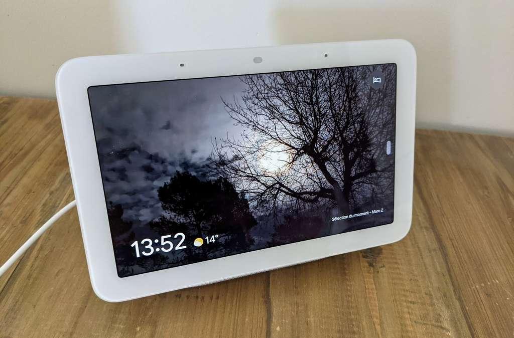 Le Nest Hub 2021 se synchronise avec Google Photos et devient un très bon cadre numérique. © Marc Zaffagni