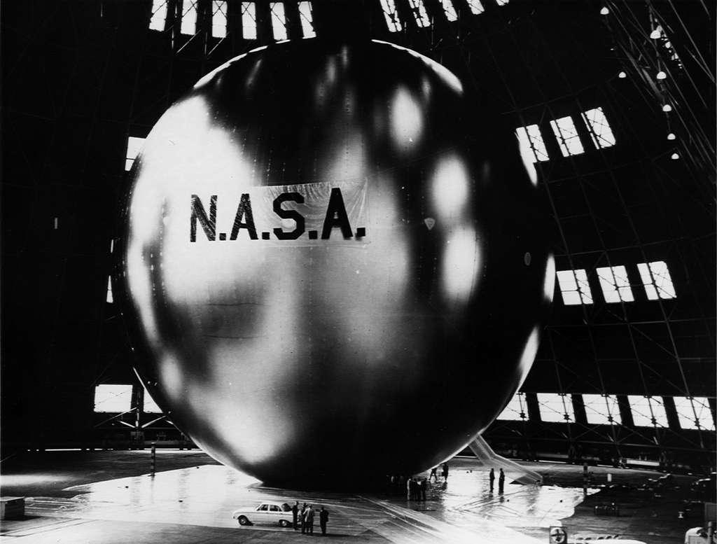 Le satellite de communication Echo 1 vers 1960. © Nasa