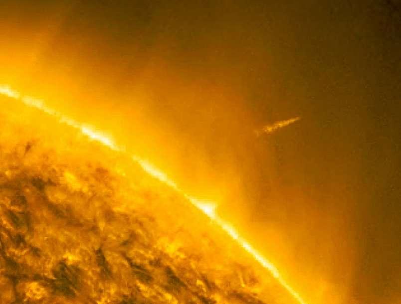 Le 15 décembre 2011, la comète Lovejoy parvenait à sortir de la fournaise solaire. © Nasa/SDO