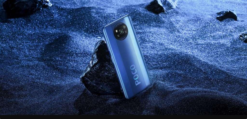 Poco X3 NFC, le nouveau smartphone de Xiaomi, se décline en deux coloris Shadow Grey et Cobalt Blue. © Xiaomi