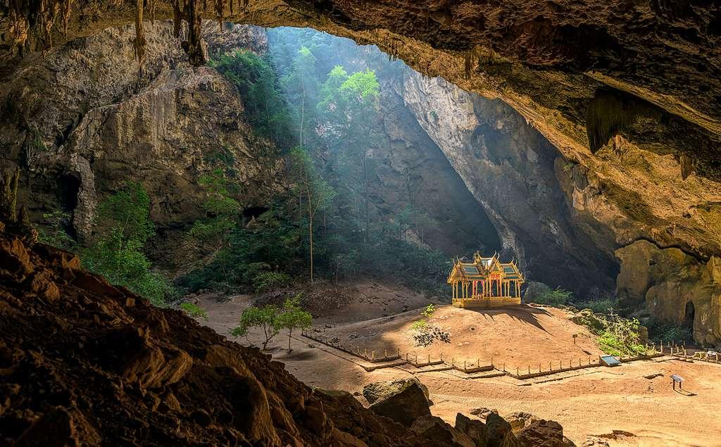 Le pavillon royal Kuha Karuhas, caché au cœur d'une grotte