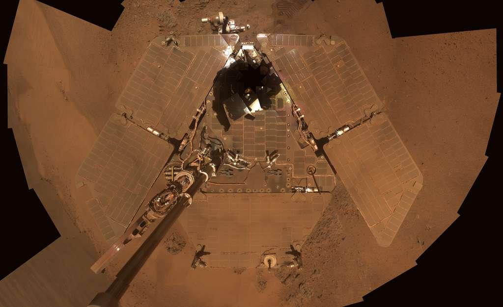 Selfie d'Opportunity couvert de poussière martienne, le 17 février 2012. © Nasa, JPL-Caltech, Cornell, Arizona State Univ.