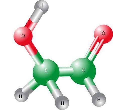 """Une molécule de glycolaldéhyde, CH2OH-CHO, un sucre monosaccharide, ou """"ose"""", c'est-à-dire un monomère, par opposition aux glucides formés de plus de deux atomes de carbone (trioses, tétroses, pentoses...). Source Commons"""