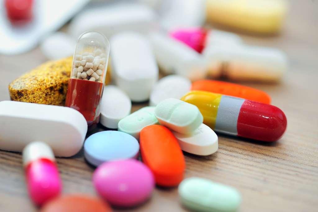 Il existe deux types de traitements de la ménopause : les traitements hormonaux et les traitements alternatifs. © Jordache, Shutterstock