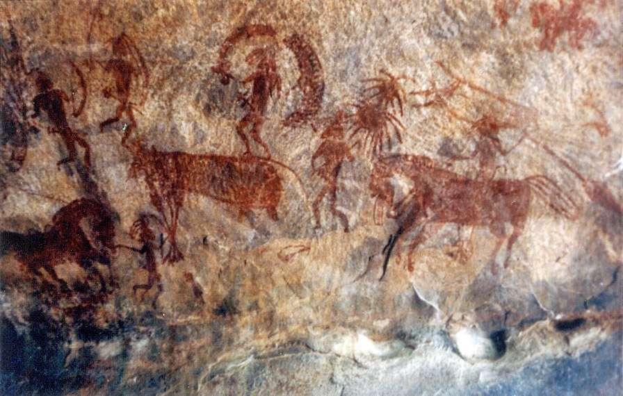 Découvert 1957, Bhimbetka et ses alentours constitue l'un des plus anciens sites archéologiques d'Asie. Des centaines de peintures réalisées durant les quinze derniers millénaires tapissent les parois de ses nombreuses cavités et abris sous roche. © Wikimedia Commons, Lrburdak, CC BY-SA 3.0