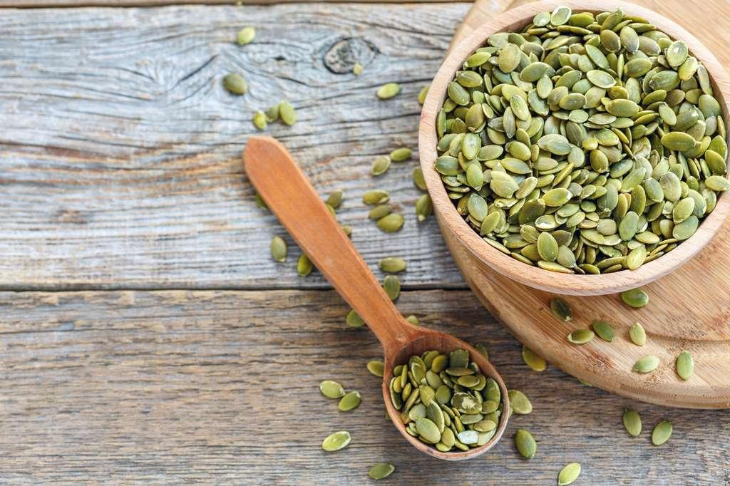 Les graines de courge peuvent agrémenter les salades. © sriba3, Fotolia