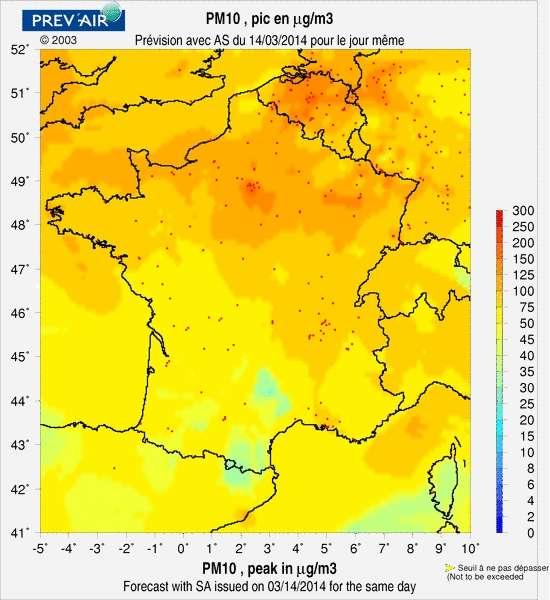 Cette carte proposée par Prev'air fait état des niveaux maximaux de pollution en PM10 à l'échelle de la France ce vendredi 14 mars. Le jaune correspond au seuil à ne pas dépasser, et les tons plus chauds indiquent un état d'alerte. Une bonne moitié de la France le surpasse au plus fort de la journée. © Prev'air, www.prevair.org