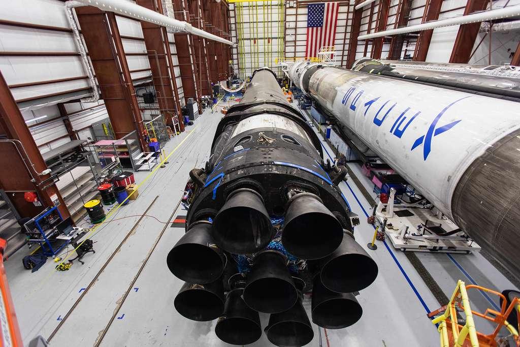 Le lanceur Falcon 9 SpaceX qui sera utilisé pour tester en vol le système d'éjection d'urgence de la capsule Crew Dragon. © Nasa